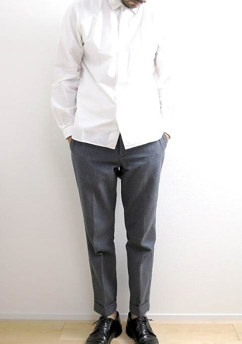 A VONTADE TAPERED CROPPED TROUSERSの着こなし画像