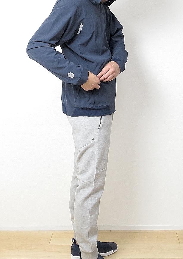 アルクフェニックス パーカー ネイビーの前ポケット