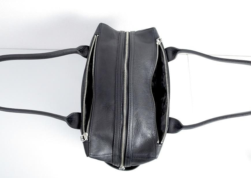 アニアリ トートバッグ のファスナーポケット