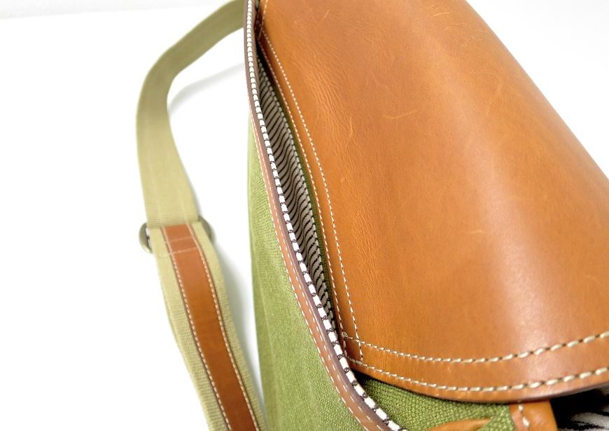 土屋鞄 カメラ散歩バッグの後ろ側